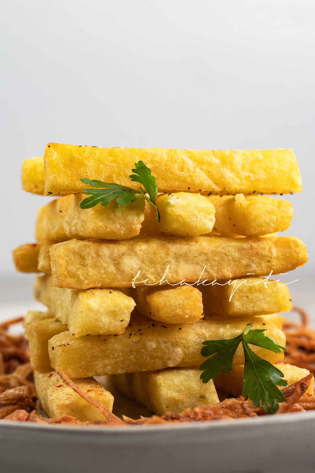 These mashed breadfruit fries pair well with burgers | tchakayiti.com